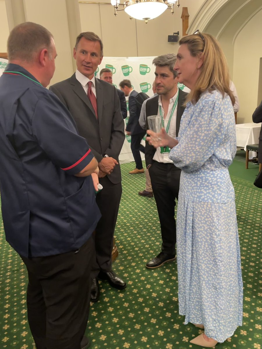 Thank you so much @Jeremy_Hunt and @VictoriaLIVE for attending our Coffee Morning in Parliament and supporting the cancer workforce. #MacmillanCoffeeMorning
