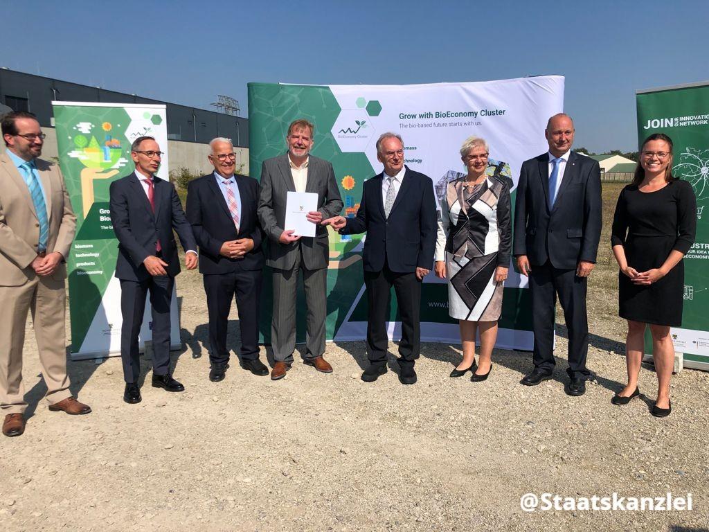 Ein großer Schritt für den Bioökonomie-Standort und eines der Leuchtturmprojekte aus der Bioökonomie-Strategie für das Land Sachsen-Anhalt und das Mitteldeutsche Revier. https://t.co/PPjfpQp1dl