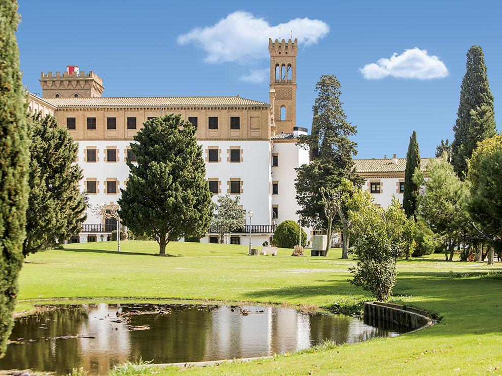 El #CampusIbercaja inicia la programación del curso 2021-2022, dirigida al tejido empresarial y sus profesionales con el objetivo de impulsar el desarrollo económico y social de Aragón.    ¿Quieres conocer más detalles? 🤔   ¡Haz clic aquí! 📲 https://t.c