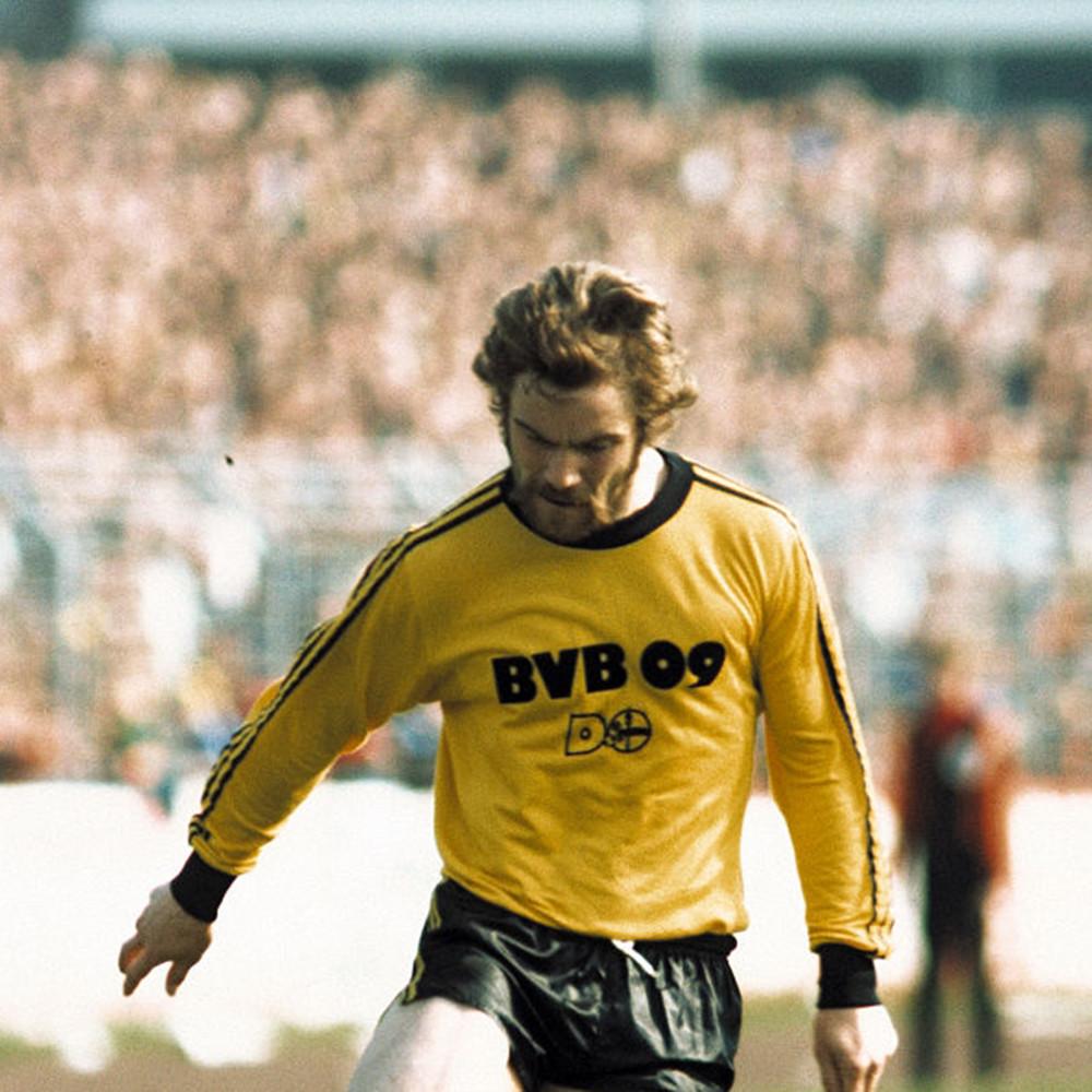 Borussia Dortmund 2021-22 PUMA Cup Kit