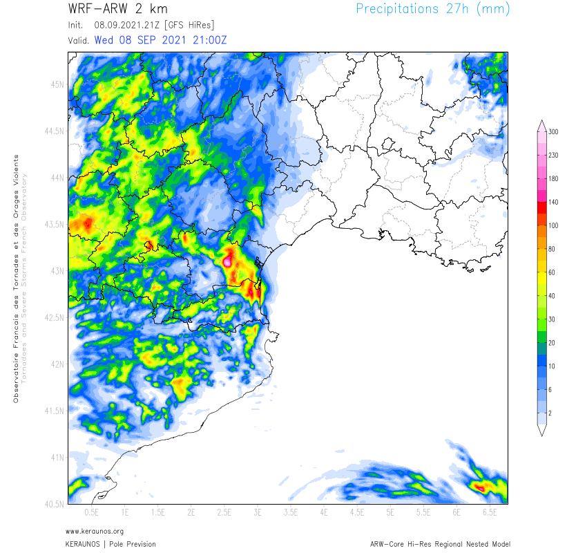 Sur l'#Aude, le signal pluvieux reste fort.  Il existe un risque élevé de cumuls diluviens (> 200 mm en quelques heures) mais dont la localisation exacte est difficile à appréhender à l'échelle du département. ARW en résolution 2 km confirme ce risque pour la nuit à venir.