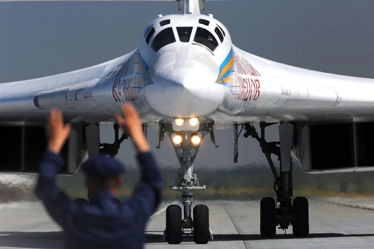 "Tu-160 ""White Swan"" #2 E-zq5oCWQAUUU5V?format=jpg&name=large"