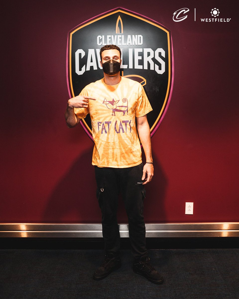 Join @larrydn22 tonight in support of Fat Cat's in Tremont!  Visit the GameDay+ section of the #CavsApp, championed by @Westfield1848, to bid on tonight's @cediosman jersey auction and we'll help match the proceeds!  #SmallBusinessChampions https://t.co/5IzkUIC9cF