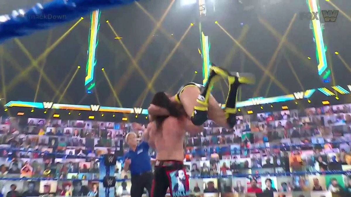 @WWEonFOX's photo on Rollins