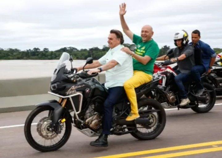 Brazilian Horror Story: dois caras em uma moto https://t.co/RhTAIUP7iR