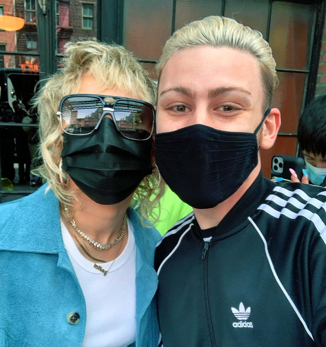 Reunited with my favorite Rockstar🤍 I love you @mileycyrus welcome back to NYC!!! https://t.co/mu0KvsNdIW