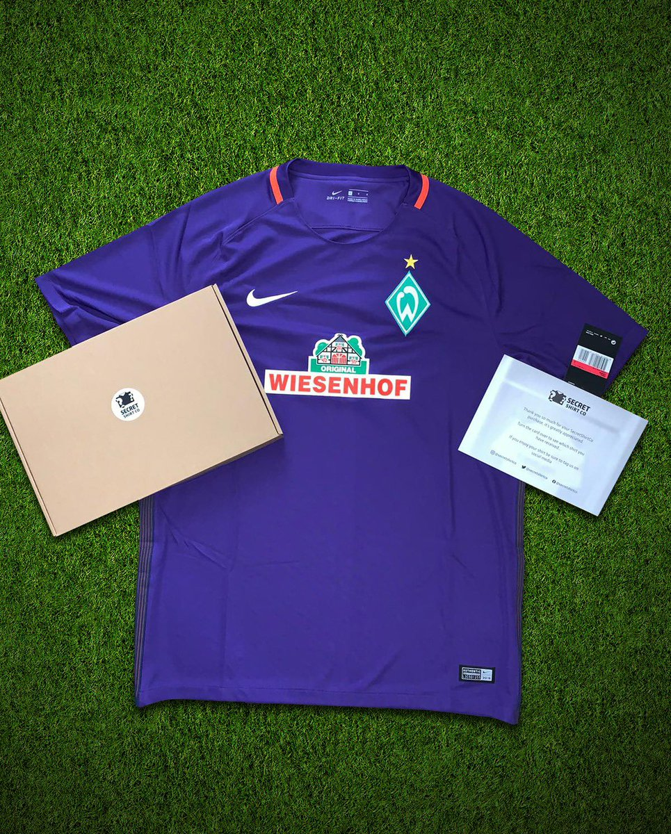 If Manchester City score first vs Chelsea, we'll give away a https://t.co/0dDyzv85B2 box! 🔥  To enter:   🔃 Retweet this tweet 🤝 Follow us.  Good luck! https://t.co/tveFoiNKOK