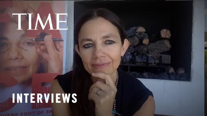 Watch: Justine Bateman on her aging face https://t.co/lKxGLpvNpy https://t.co/m11cV7fTHF