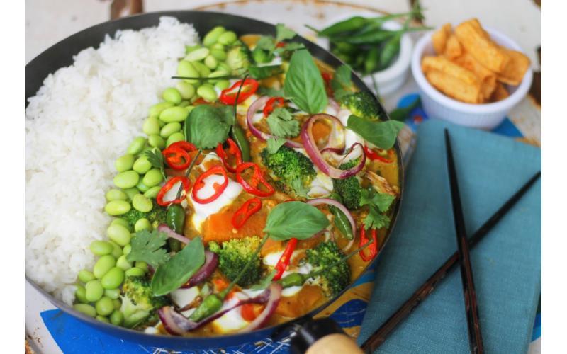 Quick Thai Yellow Curry with Carrot #vegan #seasonal #recipe https://t.co/nqktScI97A https://t.co/9QgXAXsZrd