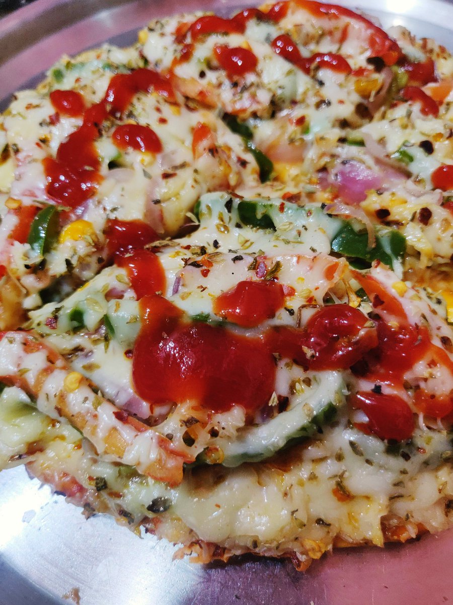 #pizza #dominos #food #streetfood #cookfood #pizzarecipes #indiafood https://t.co/SEewaWbMbN