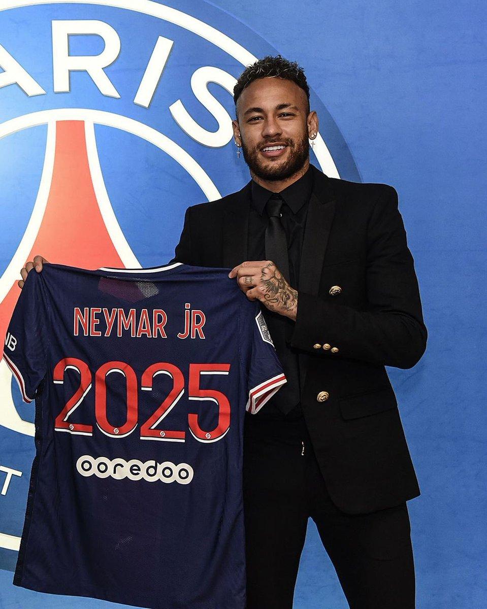 🚨OFICIAL🚨  🔴🔵✍🏻  Neymar Jr 🇧🇷 renueva su contrato con el PSG 🇫🇷 hasta junio de 2️⃣0️⃣2️⃣5️⃣.   💰  Su salario rondará los 30 M € + variables por temporada.   💲 Tendrá un gran bonus en caso de que ganen la #UCL en los próximos años con él en el equipo.  #Ligue1UberEats https://t.co/bxnaBUBDcl