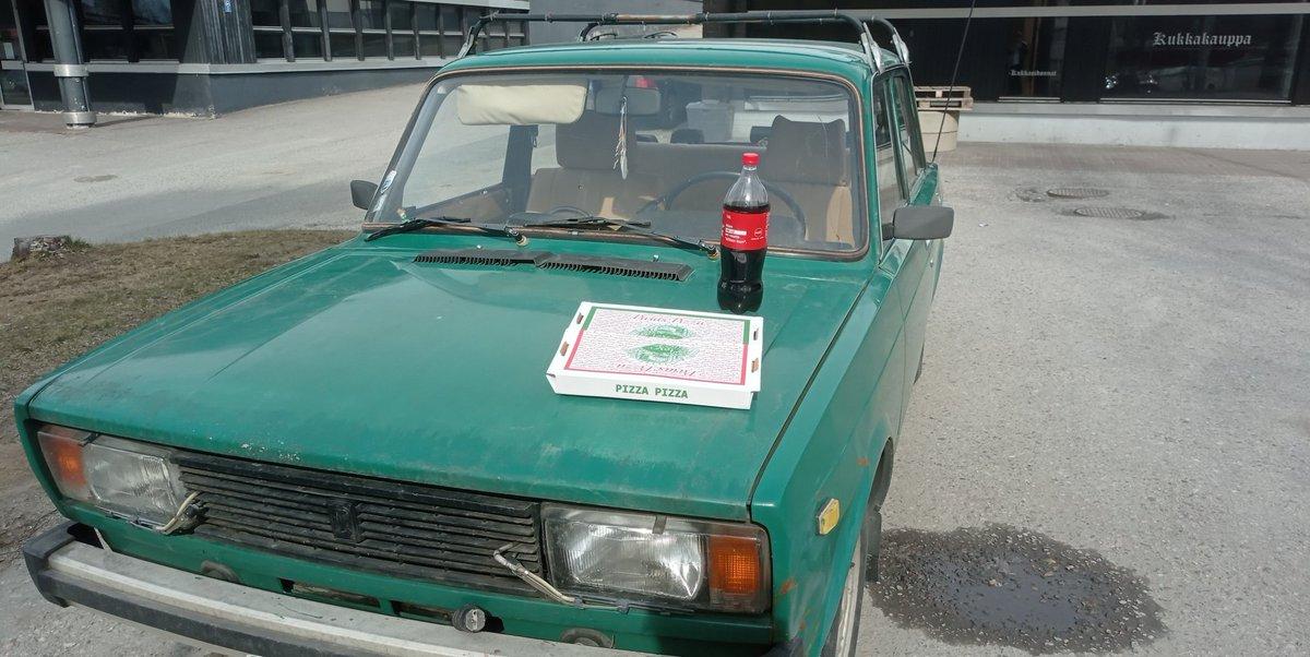 Lada ja pizza.  #lapinlahti #lada #pizza #mäkiseneväät https://t.co/vGqAPQoZBK
