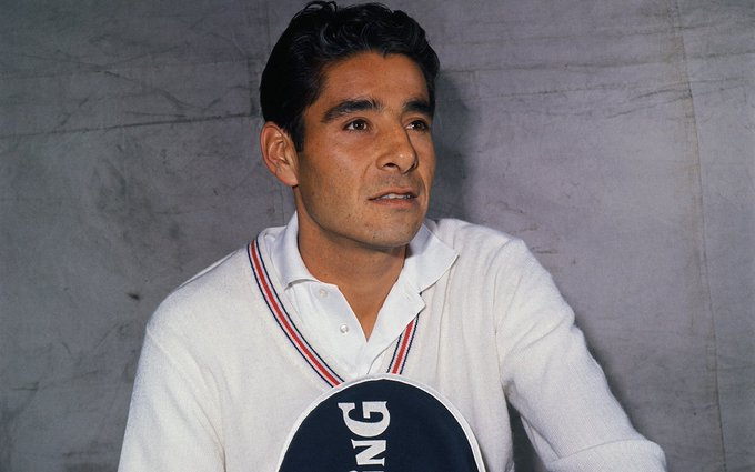Pancho Gonzales was born on this date May 9 in 1928. Photo source: Sports Illustrated. #SportsGuterman #OTD 🎾 https://t.co/MVlariPPm8