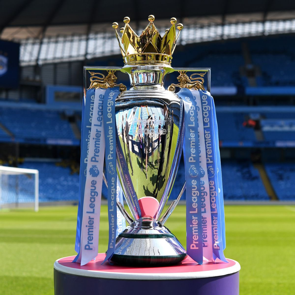 In less than 5 hours, Manchester City might have 7th First Division Title 🏆   1936–37, 1967–68, 2011–12, 2013–14, 2017–18, 2018–19 & 2020–21  #mancity #mcfc #premierleague https://t.co/VnTbq0X4AQ