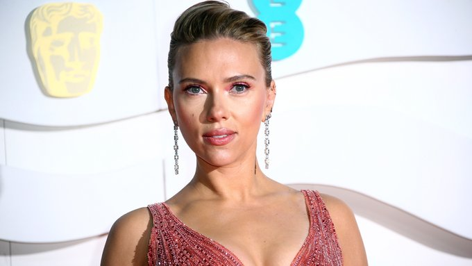 "Scarlett Johansson Urges ""Step Back"" From ""Sexist"" HFPA Photo"