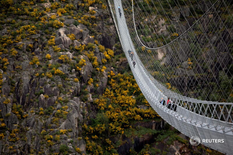People walk on the newly opened '516 Arouca', the world's longest pedestrian suspension bridge, in Arouca, Portugal. More photos of the week: https://t.co/TNmzdyemMB 📷 @viomoura https://t.co/N2SrGtlaxV
