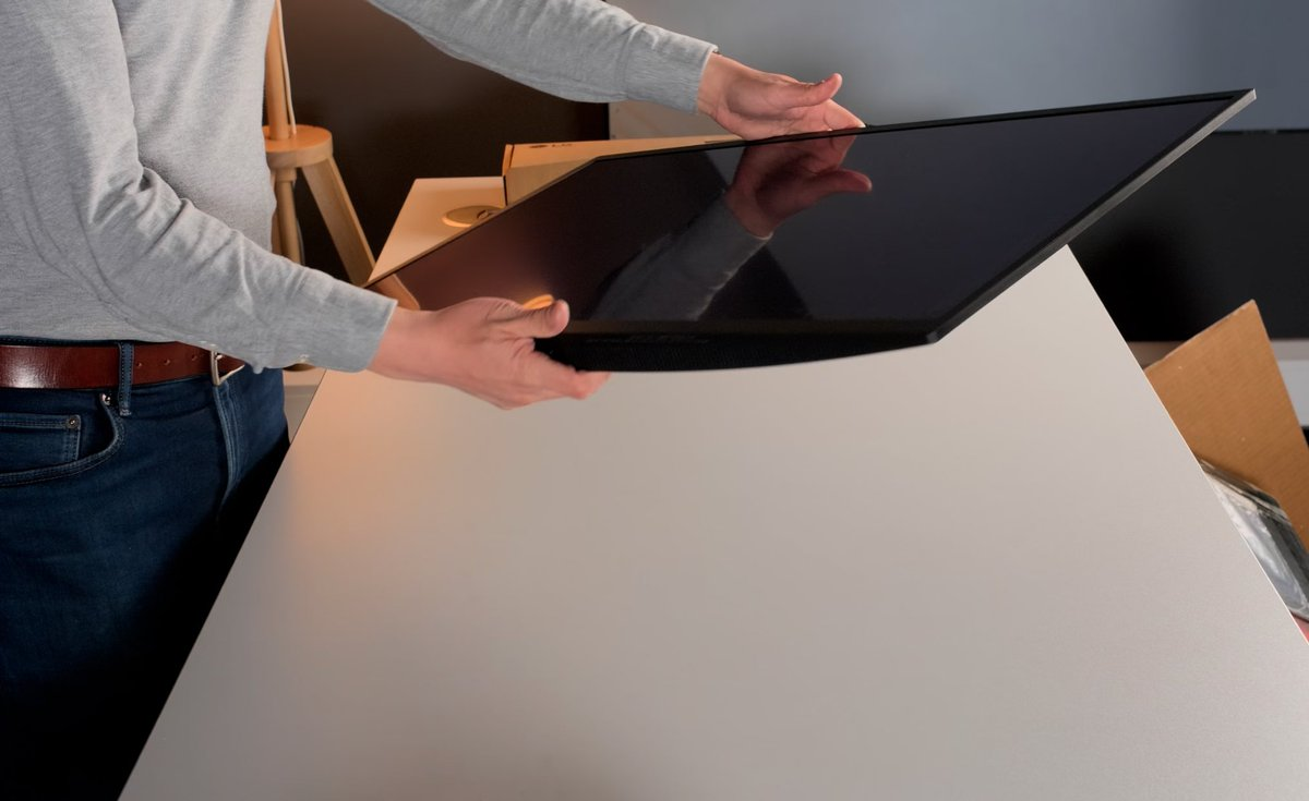LG EP32950 World's First 32 Inch 4K OLED Monitor Being unboxed here by Vincent Teoh  2