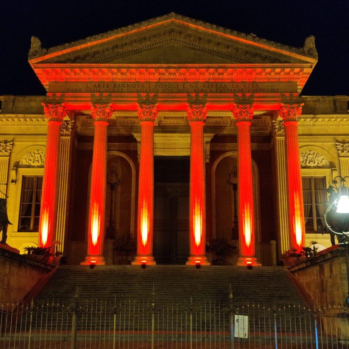 Per la giornata mondiale di #CroceRossa e #MezzalunaRossa le colonne del Teatro Massimo si tingono di rosso. Grazie @teatromassimo! Gesto graditissimo. @crocerossasicilia @crocerossaitaliana #CRIPalermo #CRISicilia #CroceRossaItaliana #teatromassimo #inarrestabili #unstoppable https://t.co/qSnQpQ9Rpy