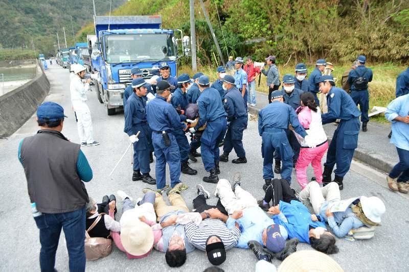 @sharenewsjapan1 もう一つ、ワザと前で寝て人身事故だと言い張るスタイル(只の当たり屋) https://t.co/pWwzrBPHDr