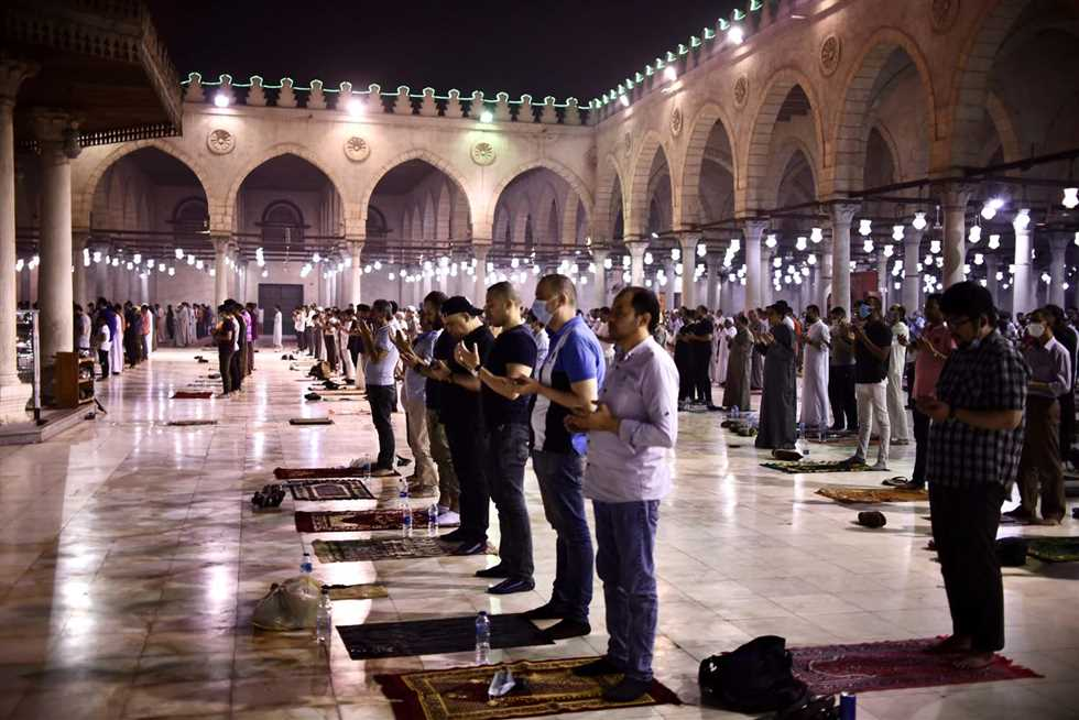 بالصور صلاة التراويح في « ليلة القدر» بمسجد عمرو بن العاص للمزيد