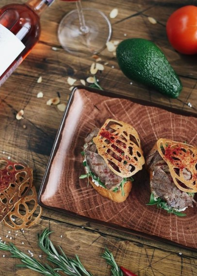 Mastering creativity becomes so much easier when WOODART is your canvas! 🤩 #MakeSureItsRAK 💻    #porcelain #cheflife #chefs #chefsplating #instagood #instafood #culinaryart  #gourmet #swag  #foodism #gastronomia #foodandwine #NotYourAverage