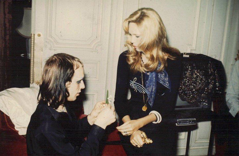 Brian Eno and Amanda Lear, George V Hotel, Paris, France, May 1973 #RoxyMusic https://t.co/MkYdwBMNU9