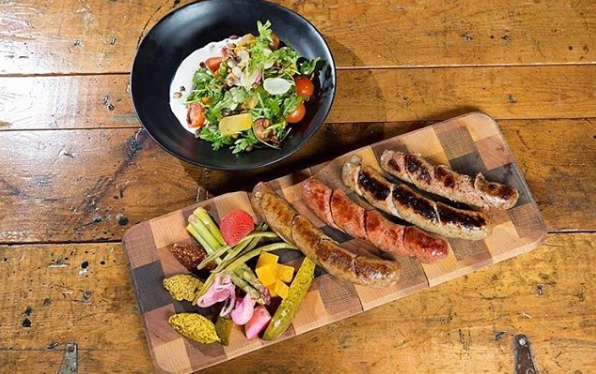Great #woodplatters to serve your favorite #BBQ items in #style! 👉  #SimpleElegantAffordable  #serveware #familytime #cheflife #hospitality #instafood #grilling #lifestyle #instagood #instafoodie #stylish #barbecue