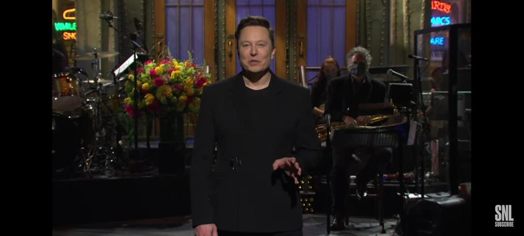 And I thought @elonmusk is gonna talk some serious buisness with a still face. But here he is doing a standup comedy show and I'm lovin it ! Hit us with some good @dogecoin news too! #SNLlive #dogetothemoon