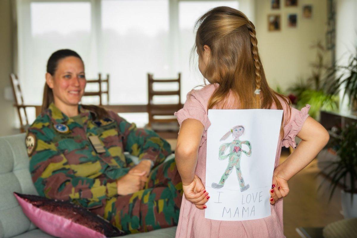 test Twitter Media - We hebben meer dan 2300 vrouwen in onze gelederen. Vele onder hen zijn mama's.  Defensie wenst alle mama's een fijne #moederdag 🌹 https://t.co/BUUvP5ToeE https://t.co/6zAa5Hfda5