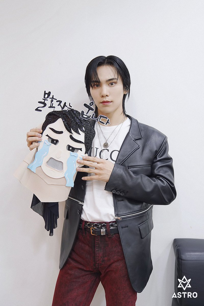 @ASTRO_fancafe's photo on Rocky