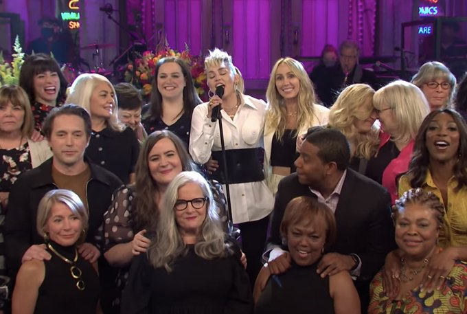 SNL: Miley Cyrus covers Dolly Parton in moving Mothers Day opening tribute Photo