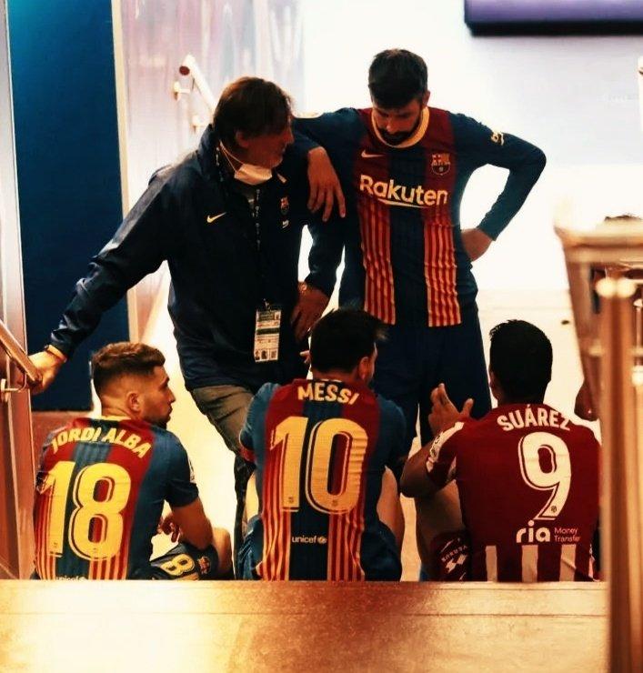 RT @MeninaCule: Messi, Piqué, Alba e Suárez em uma conversa de velhos amigos após o Barça-Atleti.  Que imagem! 👏🏽 https://t.co/yl9g3cM98t