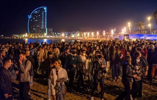 Hundreds party in Spain as coronavirus curfew ends in most of the country Photo