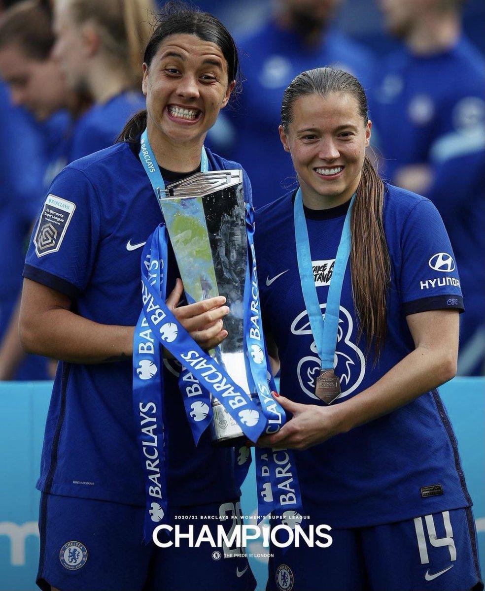 Winners. 🏆 This team 💙 Golden boot @samkerr1 😍💪🏻 Golden glove @berger_ann 👏🏻🙌🏻 So proud 🥳 @ChelseaFCW 💃🏻 https://t.co/lkk6yYq25G