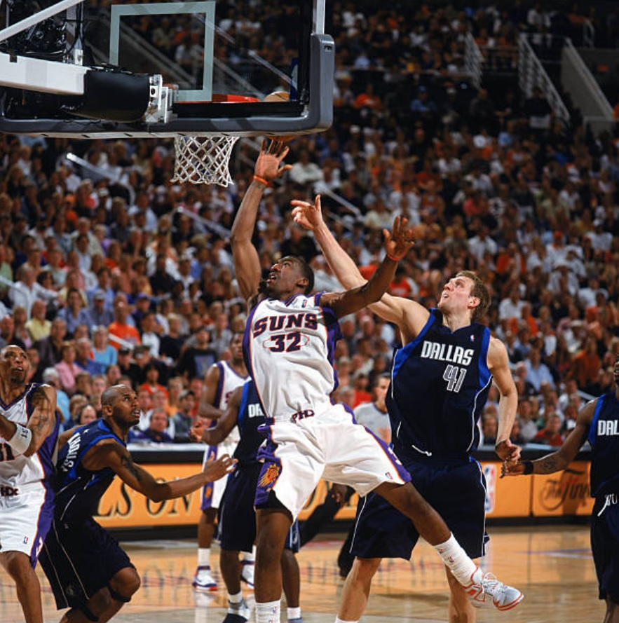 5/9/05 – Eight days after sweeping the Grizzlies, the Phoenix #Suns took Game 1 of the Semis over the Dallas Mavericks, 127-102, tying the then-franchise-record w/their 5th straight playoff win. STAT dominated with 40p/16r. JJ: 25p. Marion: 24p/11r. Nash: 13p/11a. #WeAreTheValley https://t.co/Danbmn7do9