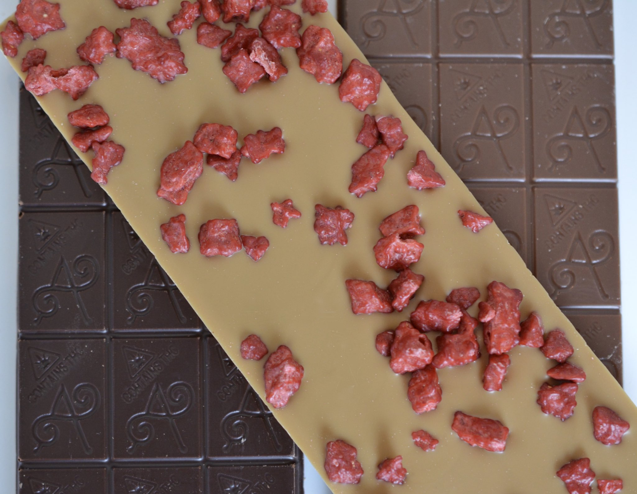 apostrophe premium strawberry blonde chocolate bar edible by nature's remedy