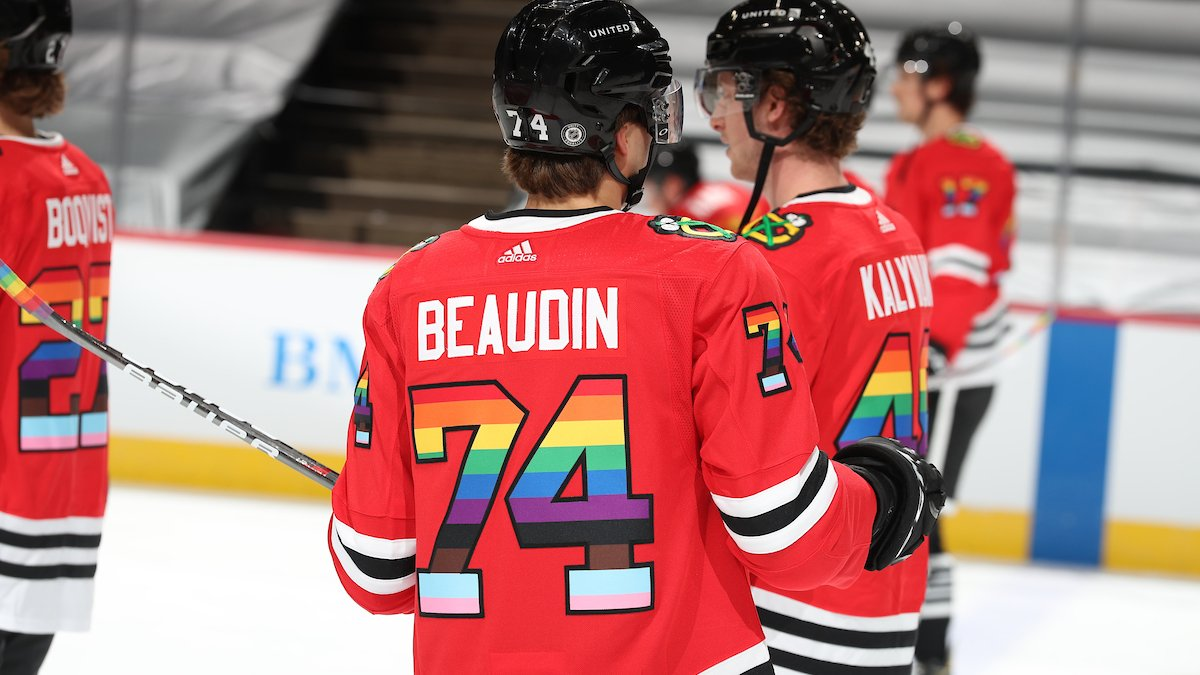 Pride Night brings the entire #Blackhawks community together to stand against hate and for inclusion of LGBTQ+ individuals in society and in the sport of hockey🏳️🌈🏳️⚧️  @BMOHarrisBank | https://t.co/FX5S7lNe0D https://t.co/2Qv92ypZer