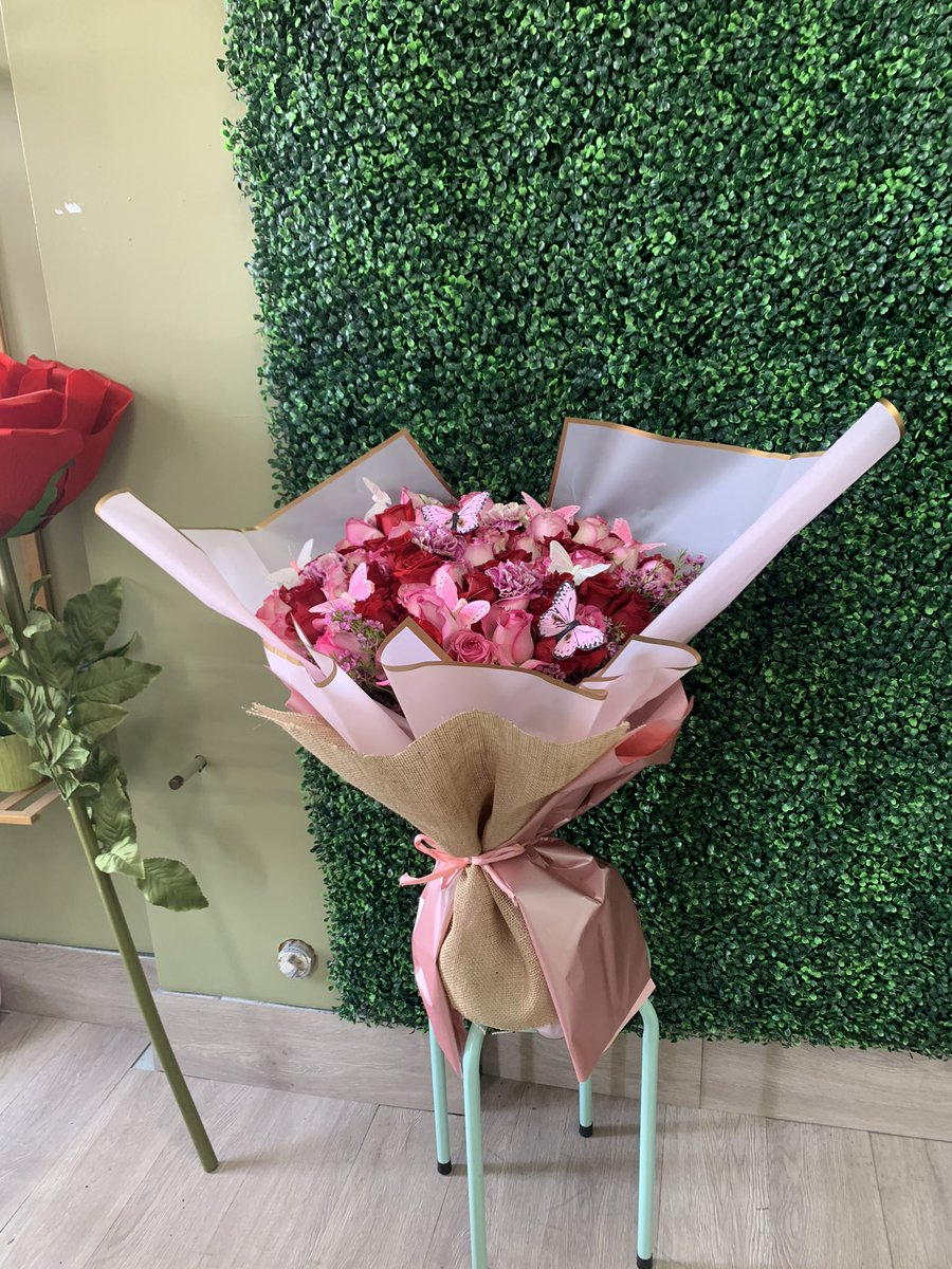 If you love them, send them roses with butterflies 😍😍😍💕💕💕💕 https://t.co/hAjMTykisU