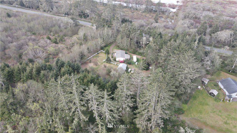 Location location location!!  2364 State Route 109☀️ #privacy #secluded #realestate #acreage #youcouldlivehere #homesweethome #forsale #hiuseforsale #coastalrealestate #graysharbor #graysharborliving #coastalliving https://t.co/ucXSvW0eLF