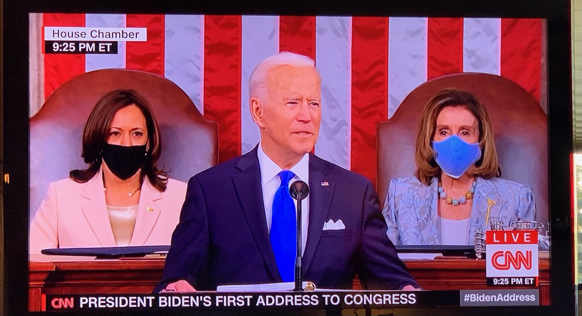 If someone showed me this pic before the pandemic about the future I would have thought my god they silenced women https://t.co/bp1XBDdnlA