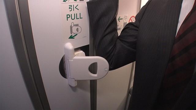 test ツイッターメディア -【改修】全日空、肘でドア開ける機内トイレを航空会社として初導入https://t.co/KbX9X45v1a乗客から、ドアを指で触れることへの不安が寄せられていたため、ドア内側の引き手にハンドルを追加。今後、国内線の中・大型機を中心に導入していく方針だという。 https://t.co/3stYJPF0zO
