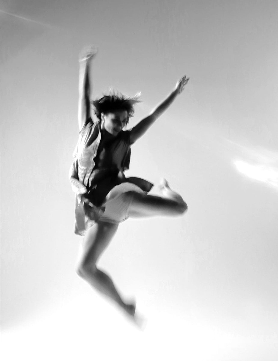 Whoop whoop!! Happy International Day of Dance everyone!! #IDD2021 #dancerising And what a fitting way to start the day....open class with the wonderful Aimee Williamson at 10am 😁  Book through lpmdance.com or email lpmclasses@gmail.com