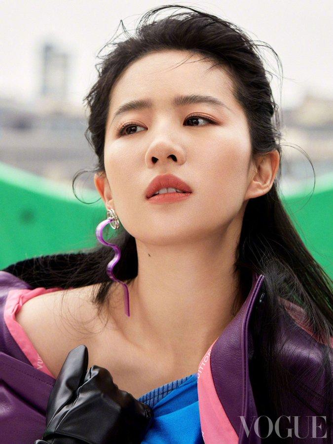 Vogue China June 2021 E0HqCK5WYAEcxH3?format=jpg&name=900x900