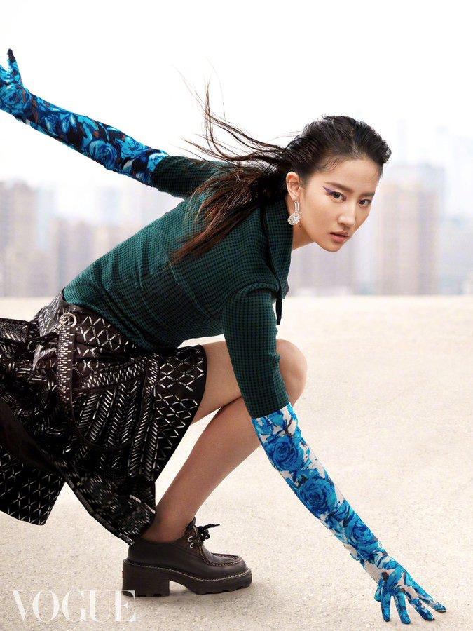 Vogue China June 2021 E0HqCoWWQAEznKv?format=jpg&name=900x900