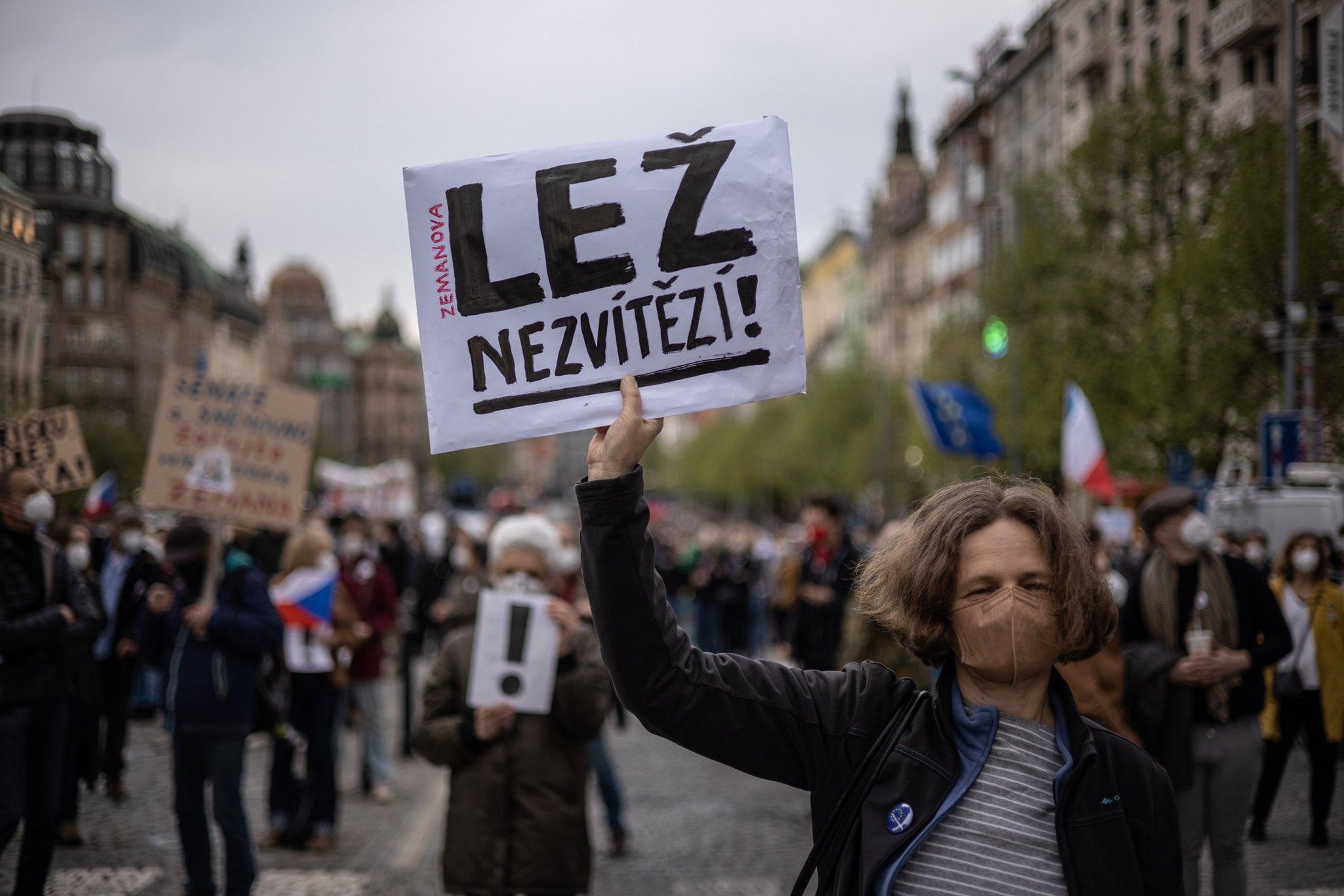 Češki senat planira suditi proruskog predsjednika za veleizdaju E0KjCmFX0AAGbvN?format=jpg&name=large