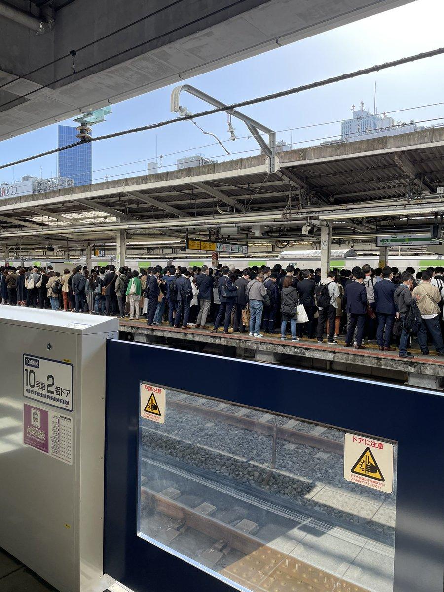 高田馬場のホームで緊急停止ボタンが押された結果?池袋駅ホームに人が溢れる!