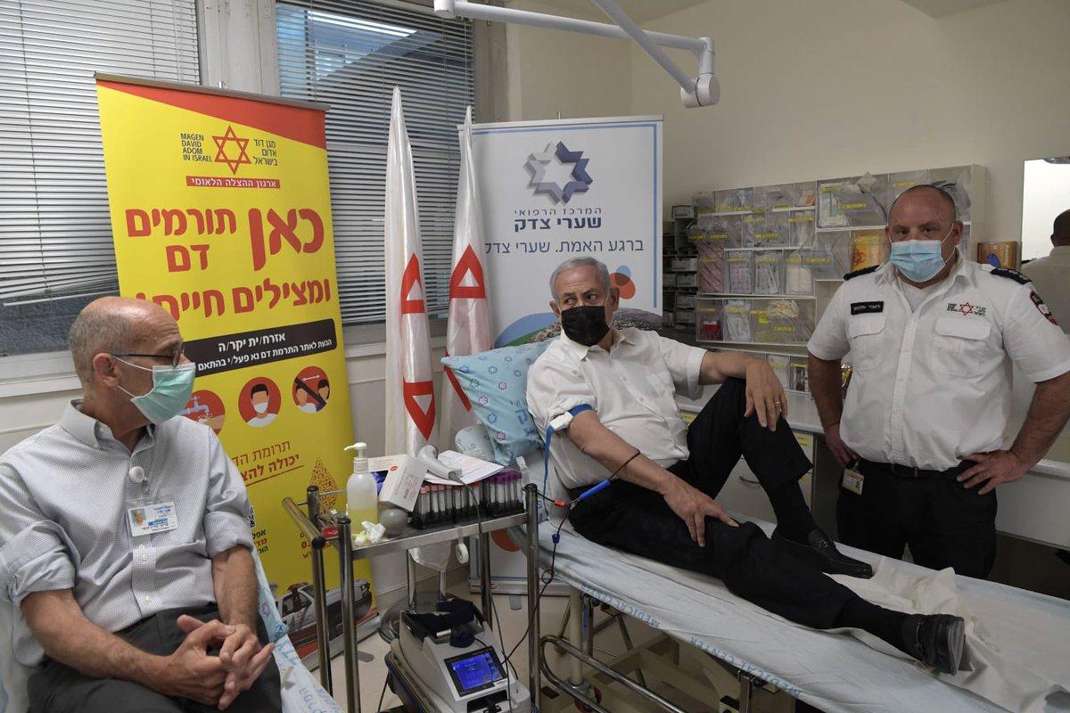 رئيس الوزراء الإسرائيلي بنيامين نتنياهو يشارك في الجهود الوطنية للتبرع بالدم في أعقاب المأساة التي وقعت في جبل ميرون