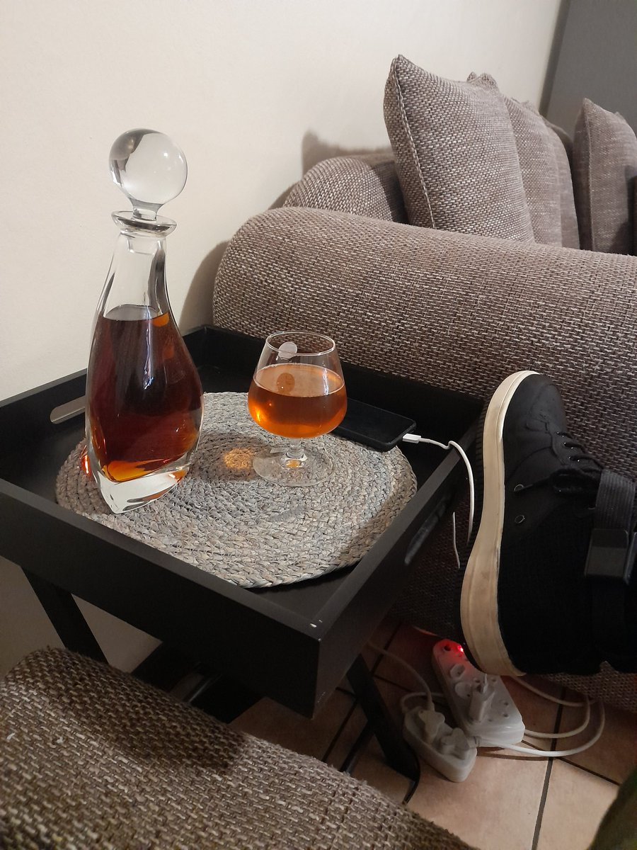 After a long day of hard working non-stop all men in this country this deserves this moment 👏,  just chilling #indoors #fridaynightfunkin #FridayVibes , officially they are open #THROATCHALLENGE , ke shota fela ka.....