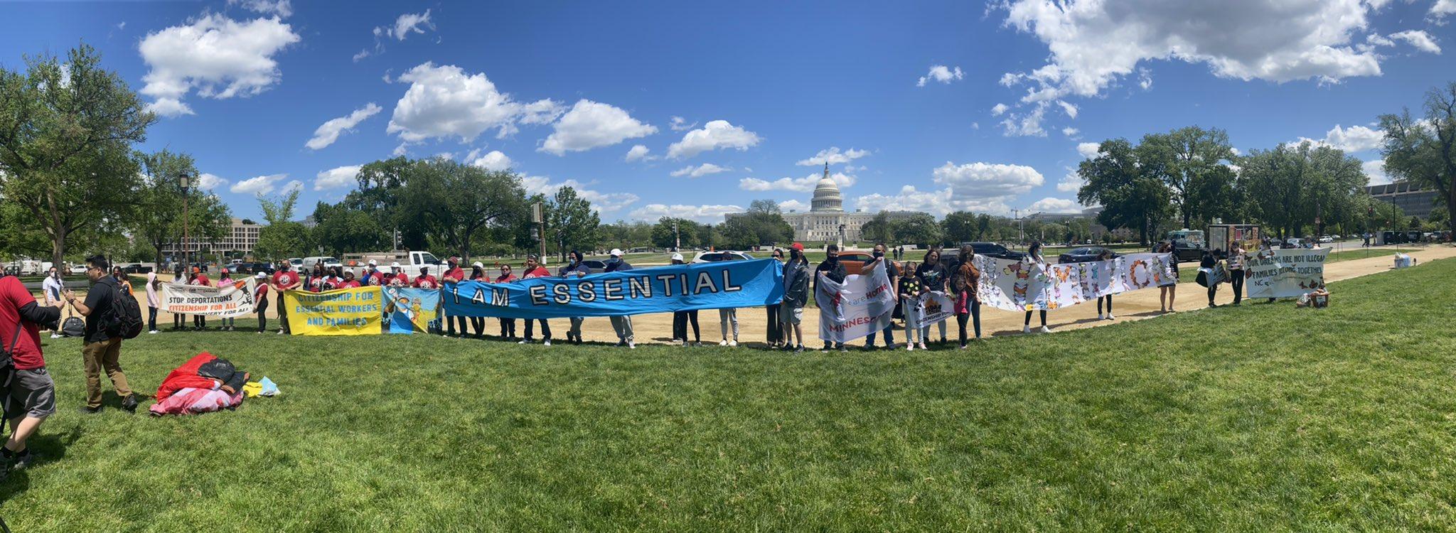 Trabajadores esenciales protestan en Washington DC. | Foto: Twitter de @soyrsand.