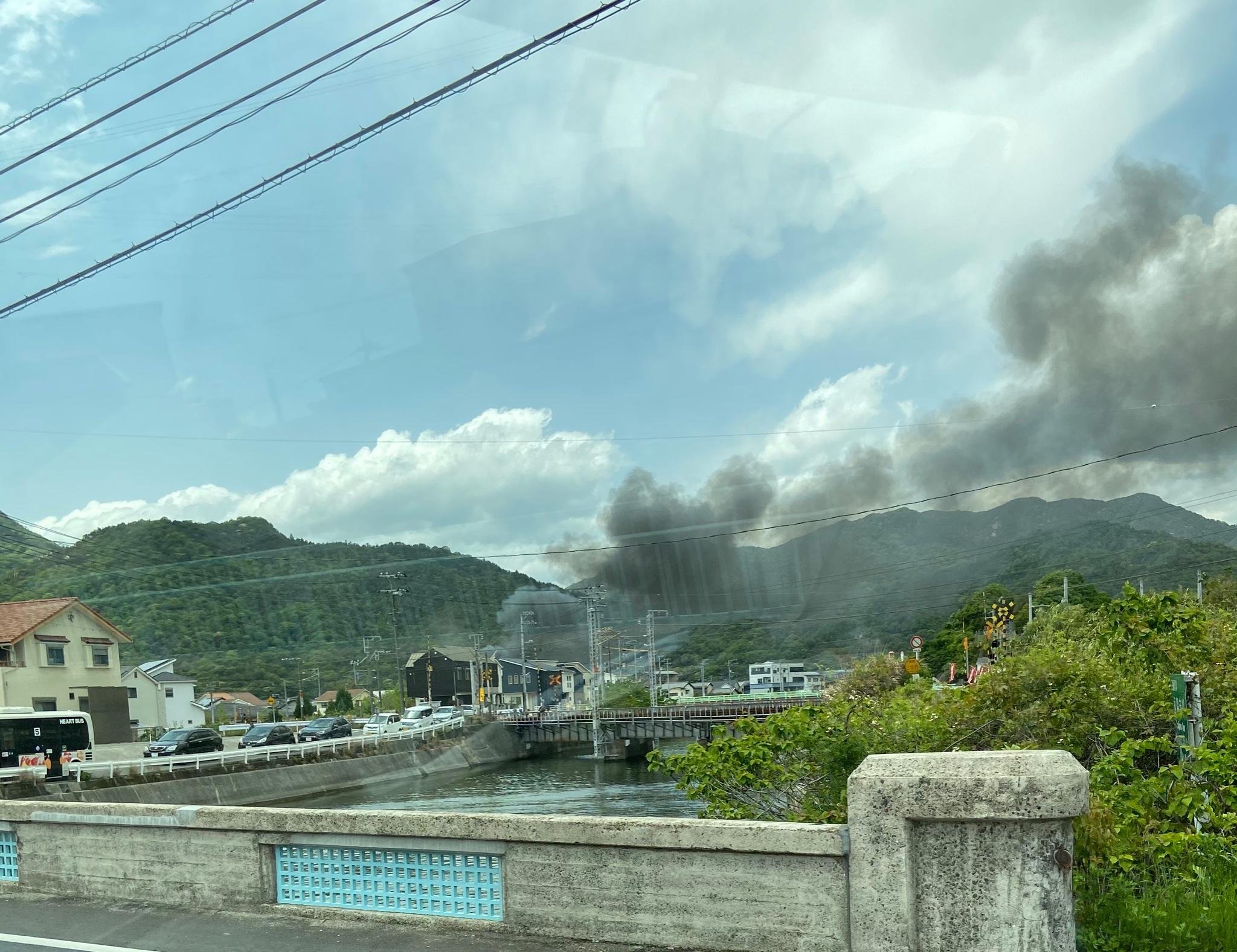 廿日市市大野中央で火事が起きている現場の画像